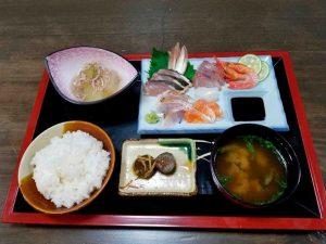 島根町の地魚を使った刺身定食
